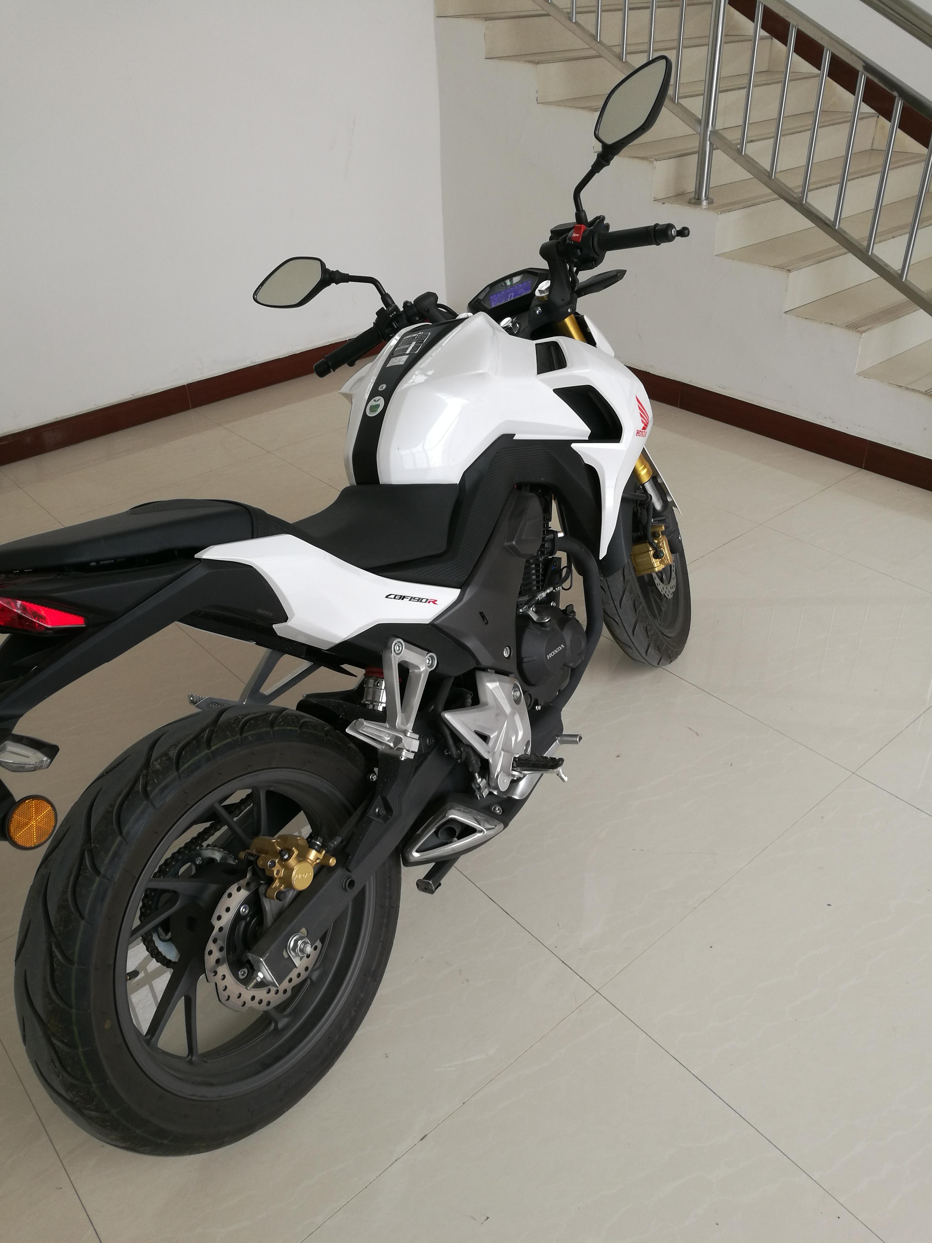 17年本田cb190摩托车